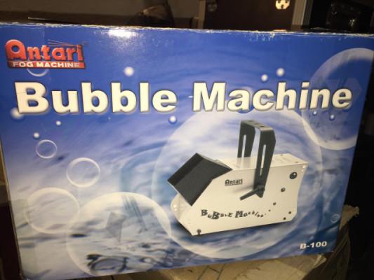 Vendo máquina de burbujas Antari Bubble Machine
