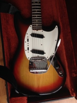 Fender Mustang vintage 70s USA sunburst guitarra eléctrica