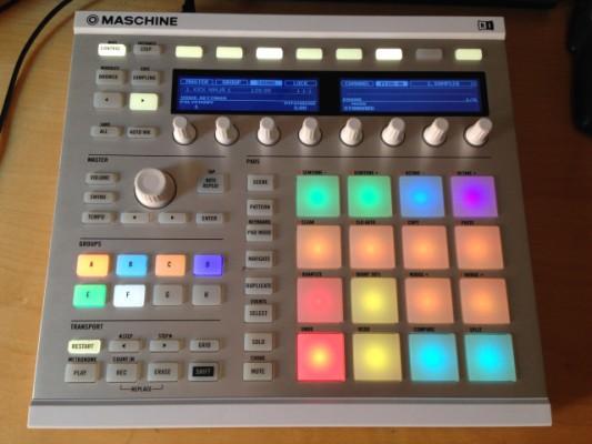Maschine MK2 Blanca (Sólo Hardware) + Custom Kit Negro