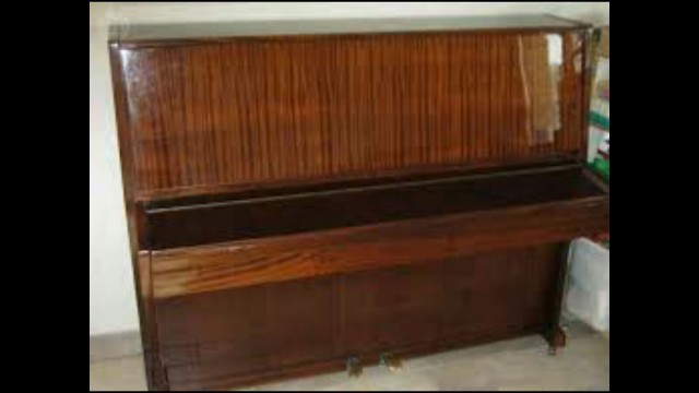 PIANO DE PARED CHERNY