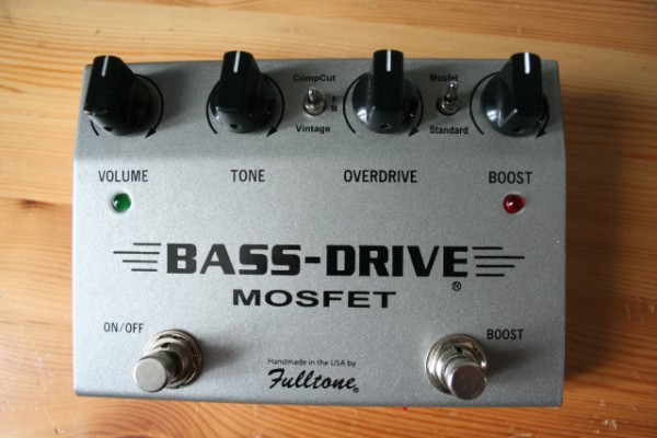 Bassdrive - fulltone Buenas compañeros. busco este pedal o similiar. Gracias