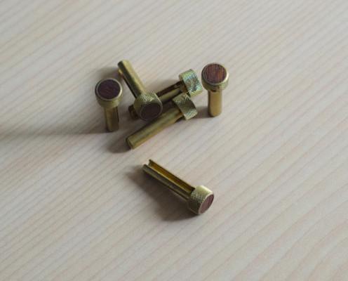 Pins para acústica de metal y madera