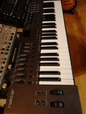 Nektar LX49 + teclado MIDI con control de DAW