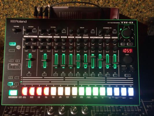 Roland TR-8 nueva