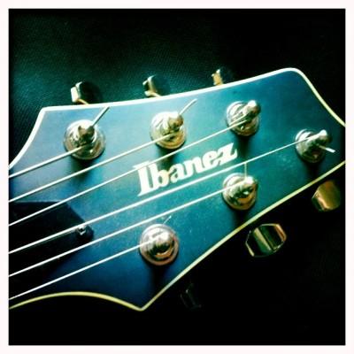 Guitarra Barítono Ibanez MMM1 - Mike Mushok