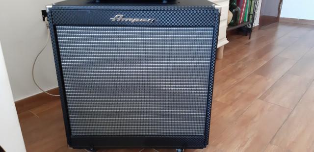 Pantalla  de amplificador Ampeg pf-115lf y son 400 vatios a 8 ohmios REBAJA recogida en mano en Sevilla 200 €