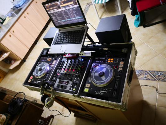 Equipo Denon DJ con platos motorizados DN-S5000 y mixer DN-X1500 + Traktor