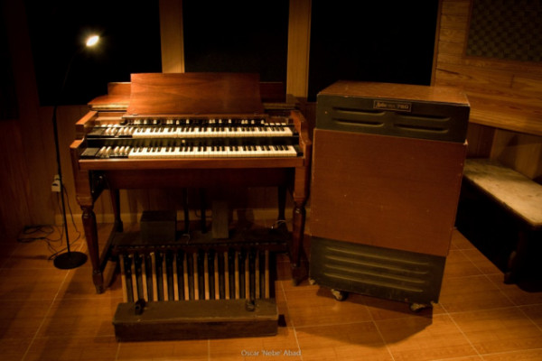 Estudio de Grabación en Madrid con Hammond B3 y Otari MX80 analógico