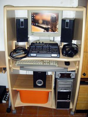 Lote COMPLETO home-studio (mueble, PC, interface, monitores, micro, etc).
