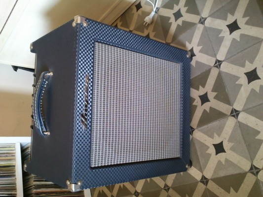 Cambio o vendo  amplificador de bajo ampeg b100r rocket bass USA 200 euros