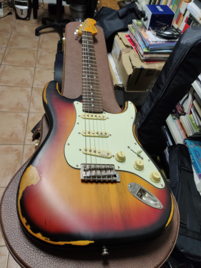 Cambio guitarra por acustica/pantalla
