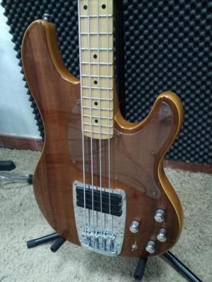 Bajo Ibanez ATK 500 de 1995 (4 cuerdas)