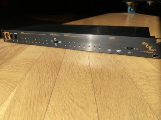 Patchbay y sincronizador Midi MOTU MIDI TimePiece Original