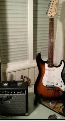 Fender squier stratocaster affinity