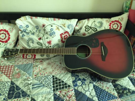 Vendo guitarra acústica Yamaha FG830