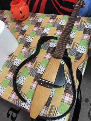 se vende guitarra yamaha silent sg100