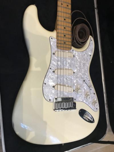 Fender Stratocaster USA de los 90 con estuche. REBAJON!!!!!!!!!!!!!!!!!!!!!!!!! 995eur!!!!!!!!!!!!!!!!!!