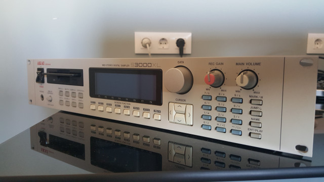Sampler Akai 3000XL