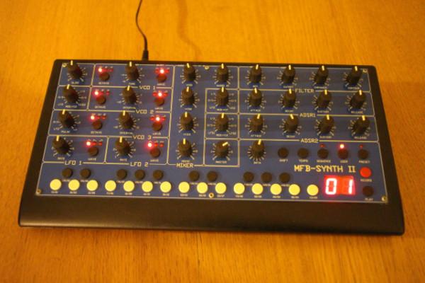 Sintetizador  MFB Synth II analógico monofónico