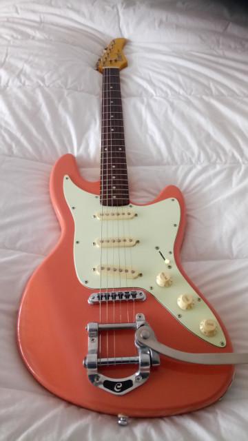 Guitarra Cort JC65 con tremolo tipo Bibsby