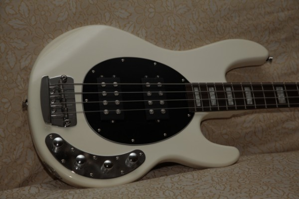 RETROBIVE RAY 4 - music man stingray