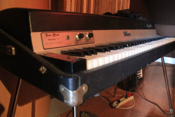 Cambio Fender Rhodes Mark I 73