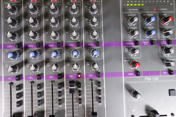 Formula Sound PM-100 de 4 canales