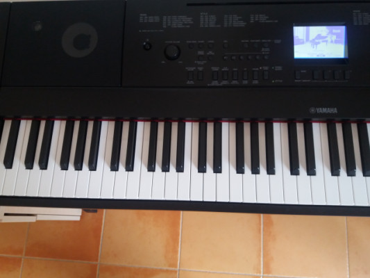 Piano digital Yamaha DGX 660