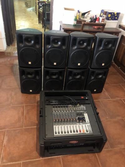Equipo completo SKB R102 Rack + Mesa Behringer Xenyx X1222USB + 8 altavoces the box PA 108 + Etapa the t.amp TA 1050 MK.