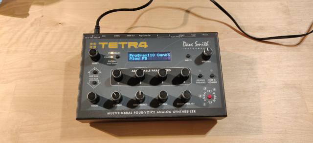 Sintetizador Dave Smith Tetra DSI