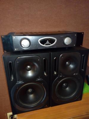 2 monitores Behringer B 2031P+Etapa Behringer de estudio A 500