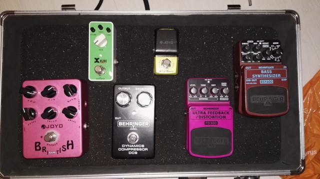Varios pedales guitarra/bajo