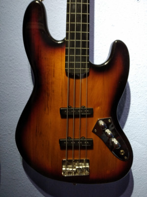 (O cambio) Squier Vintage Modified Fretless