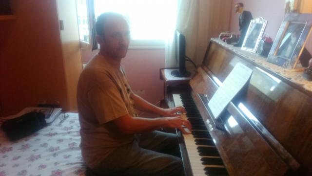 Se ofrece teclista ,pianista