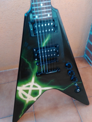 : Guitarra WASHBURN WV16 V-Class Anarchy Series Flying V