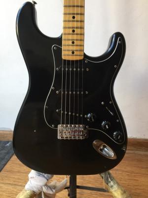 Fender Stratocaster 1979 toda original , vendo o cambio.