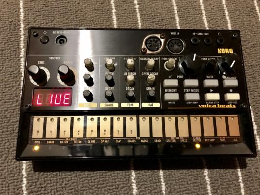 O Cambio Korg Volca Beats + Mod MIDI OUT