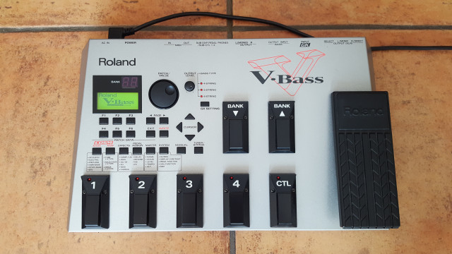 Pedalera modelado de bajo Roland V-Bass