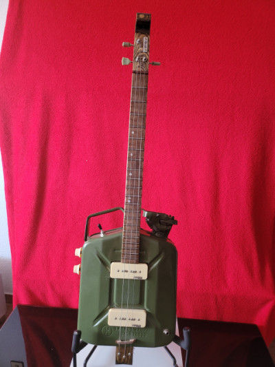 Cigar box guitar 3 cuerdas guitarra. Artesanal