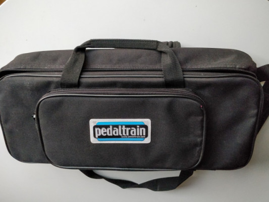 Pedalera Pedaltrain PT-Mini-SC con Fuente de alimentación Gator G-BUS-8