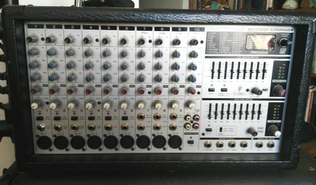 Mesa autoamplificada/equipo de voces PMX2000