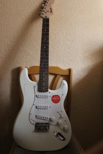 Fender squier stratocaster bullet star