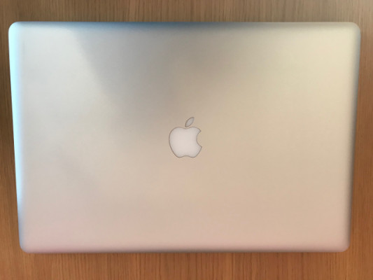 MacBook Pro 17'', 8 Gb RAM, Disco SSD 250 Gb+1 Tb