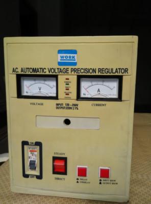 Regulador-Elevador de tensión eléctrica