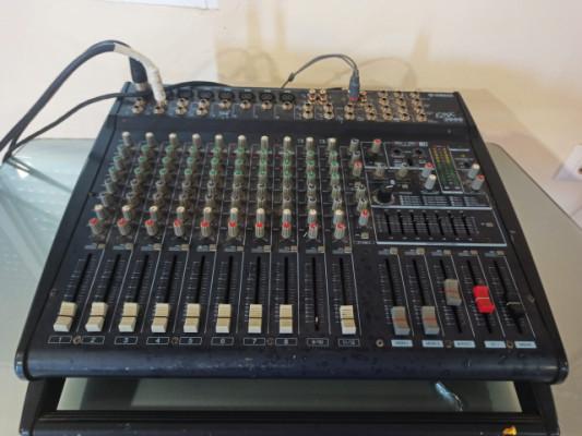 mesa de mezclas Yamaha EMX 3000