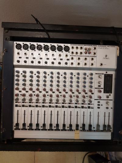 Mesa de mezclas Behringer Eurorack MX 2004A