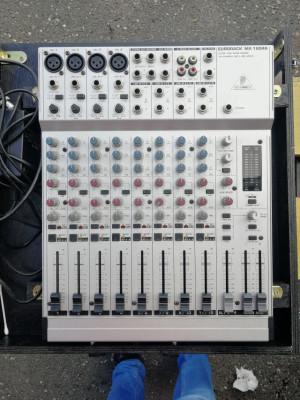 Mesa de mezclas Behringer Eurorack 1604A