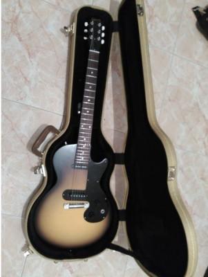 Guitarra Gibson Melody Maker con estuche