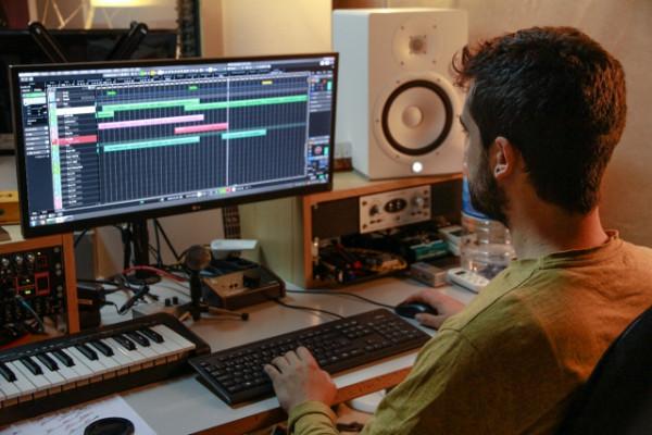 Se ofrece Técnico de Sonido para estudio