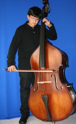 Se vende contrabajo 3/4, de luthier con arco y fundas!!